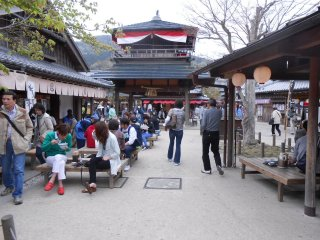 Eating and drinking plays an important role when visiting the grand shrine.