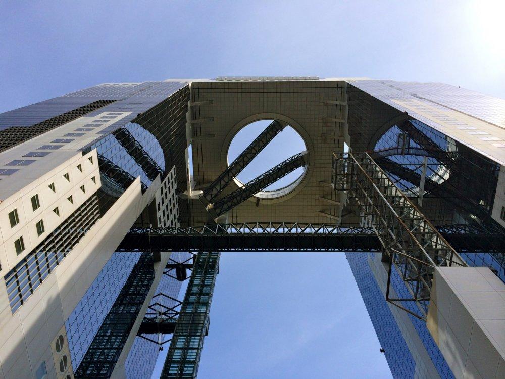 """O """"Observatório do Jardim Flutuante"""" do Umeda Sky Building fica a 173 metros de altura e é uma das maiores atrações de Osaka"""