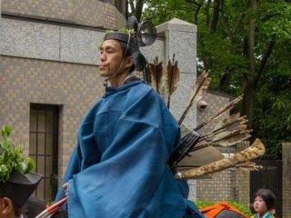 These samurai warriors on horseback are called Me ryō tsukai (馬寮使) and are part of the Hon-retsu of the Aoi Matsuri (葵祭) 2014 in Kyoto City!