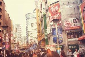 Walking to Sunshine City