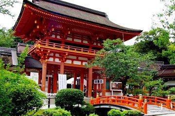 Đền Kamigamo vào hè