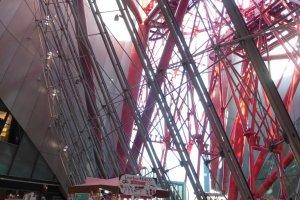 A parte mais baixa da roda gigante pode ser vista do 7º andar