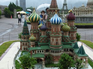 TobuWorld Square has over 100 1:25 scale models of famous buildings from around the world including UNESCO World Cultural and Heritage Sites, more than 20,000 Bonsai trees and over 140,000 little people engaged in all sorts of activities