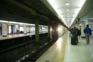 Keisei main line เป็นรถไฟ (Rapid Service)