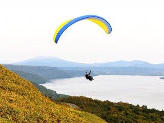 J'ai beaucoup aimé le parapente en tandem, depuis le sommet du col de Bihoro, avec une vue superbe sur le lac Kussharo, juste en dessous