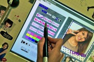 Добавьте к фото каку-нибудь надпись. На странице Pen выберите шрифт, цвет и размер букв.