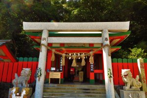 Just beside the Meoto-Iwa, you can go pray for a good marriage at the Futami Okitawa Shrine