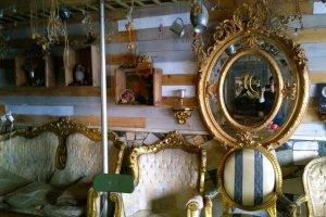 ด้านในนั้นนำเฟอร์นิเจอร์เก่าตลอดจนของตกแต่งบ้านในกลิ่นอายยุโรปมาสร้างสรรค์ Pan & Circus ได้อย่างสวยเก๋