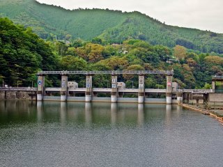 Interestingly, as with many other lakes in Japan, Sagamiko is an artificially man-made structure built to provide water and electricity for Sagamihara City and beyond