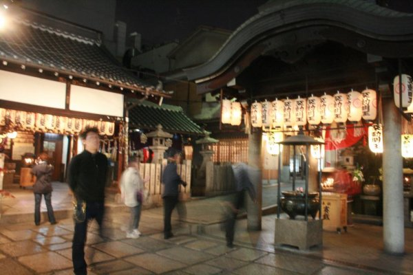 Hozenji at night