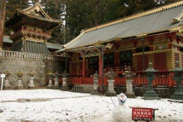 วัดและศาลเจ้าของนิกโกะท่ามกลางหิมะ