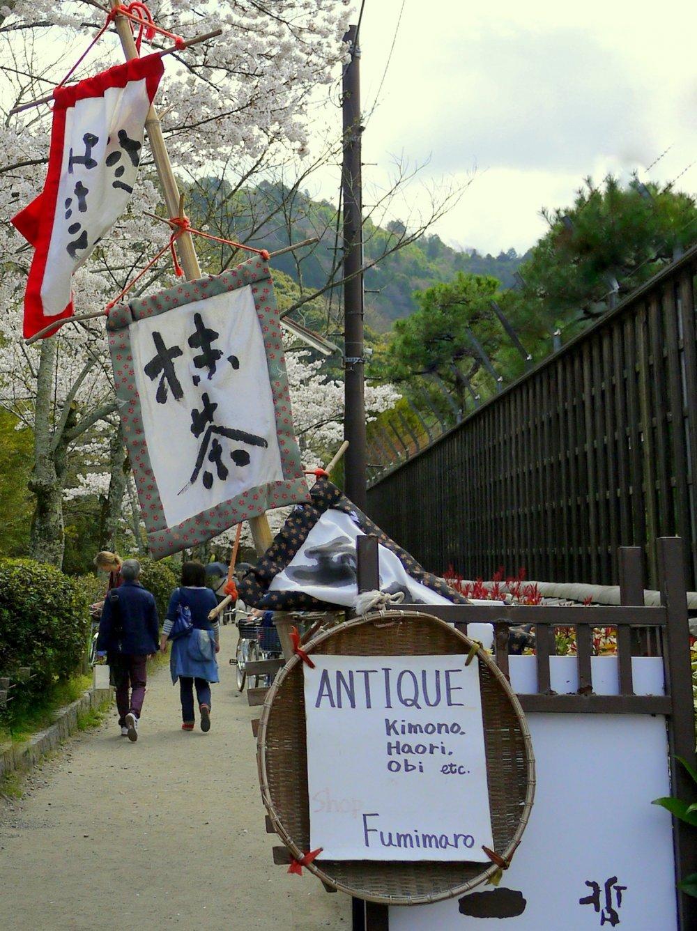 옛 기모노 옷감을 이용해서 만든 독특한 배너