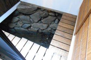 A l'intérieur du restaurant Chari Chari, on peut voir l'une des installations permettant d'utiliser l'eau de la rivière