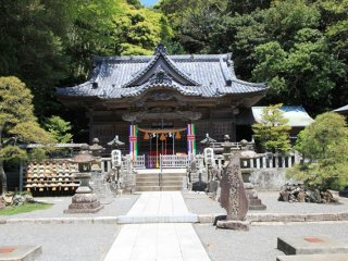 Shirohama shrine, a peaceful and beautiful location with stunning surroundings