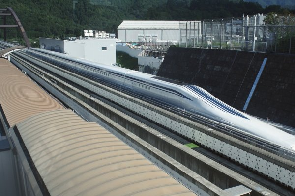 A JR Central L0 series 5-car maglev train undergoing test-running on the Yamanashi Test Track