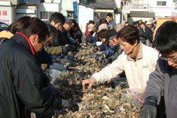 ตลาดหอยนางรม Hinase และ Mushiage