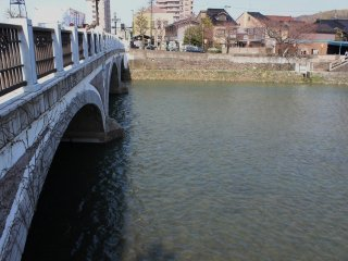 Across the Asano River lies the East Teashop District