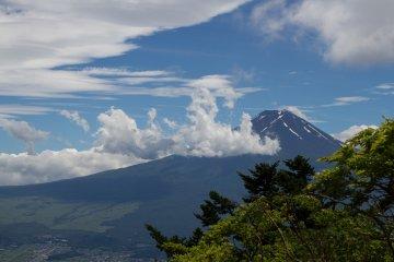 Climbing Mount Mitsu-toge