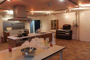 La cuisine, spacieuse et toute équipée
