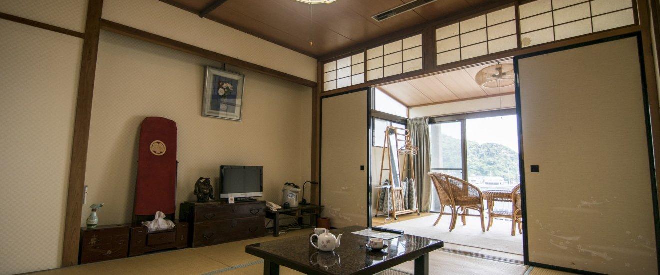 Les chambres du Fukuma-kan sont dans un style japonais, avec un salon et un lounge.