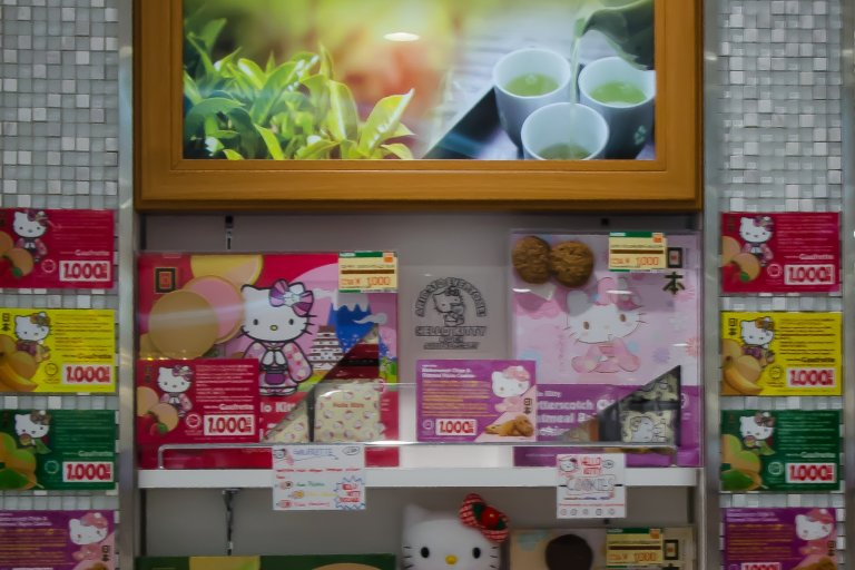 Halal-Snacks Shopping at Laox Store