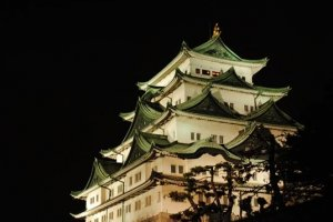 View of Nagoya Castle's donjon lit up at night