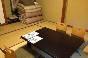 La chambre avec tatami et futons