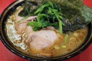 Swirling oily pattern of tonkotsu and shoyu soups
