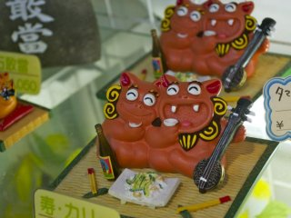 Shisa Lions- Ryukuan decoration,always in pairs, the male with the open mouth wards off the evil while the female with the closed mouth keeps the goodness of the home within.