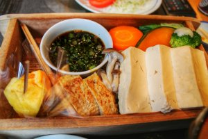 Tofu and steamed vegetables