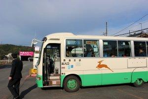The Nara Kotsu Bus for Tenkawa Kawa-ai and Naka Iosumi at Kintetsu Shimoichiguchi Station in Nara's Oyodo-cho. The bus only has one door and its fares are calculated by distance