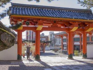 Средние ворота, ведущие к главной святыне