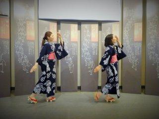 Dancers at the Hakurankan, demonstrating one of the Gujo Odori dances