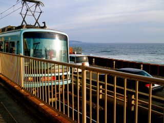 On the Enoshima Electric Railway passing through the Kanagawa beach area