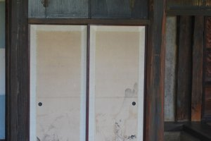 Zoom sur une estampe dans la maison de thé Shokin-tei