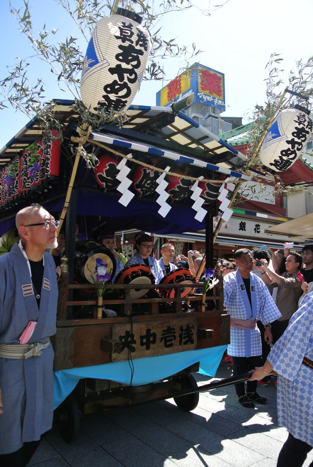 The start of the procession is a float of Taiko drummers