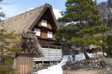 진기한 시라카와고 마을