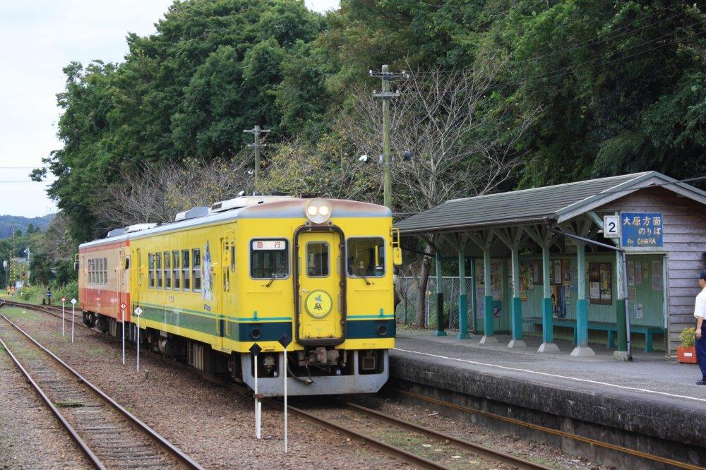Le train Isumi en gare d'Otaki