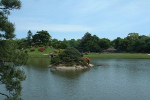 Korakuen Garden - another of the many ponds