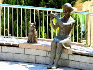 Flute player and cat