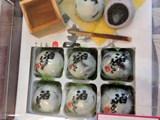 Sake flavored manju cakes
