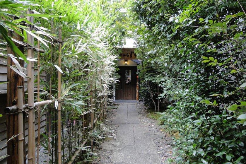 The garden entrance of Koinoshizuku