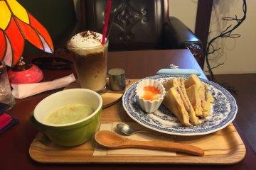 """Кафе """"Кугури"""""""