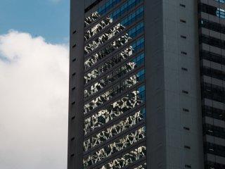 Reflet de la Cocoon Tower