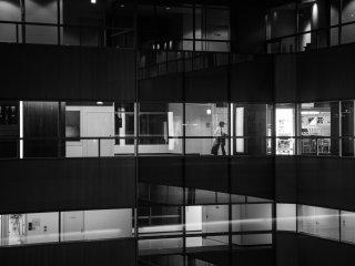 Noir et blanc, la vie dans les bureaux