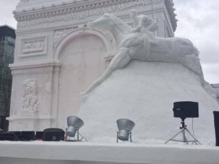 L'arc de triomphe en neige