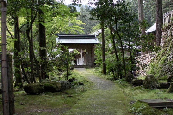 Nature & Tradition: Tanigumi Temple