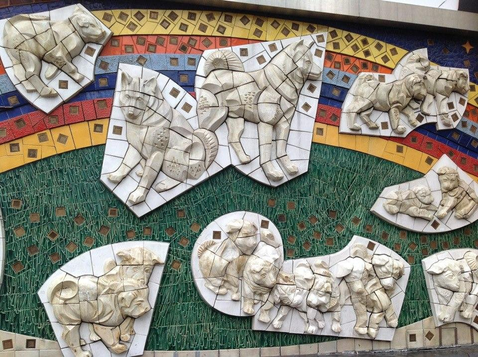Hachiko overload: A relief featuring the famous dog