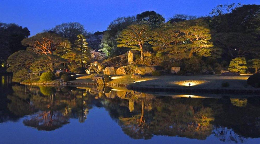 Reflection symmetry at Rikugien Gardens