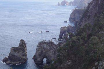 北山崎の断崖絶壁 - 陸中海岸にて